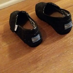 TOMS black glitter toddler 9 EUC